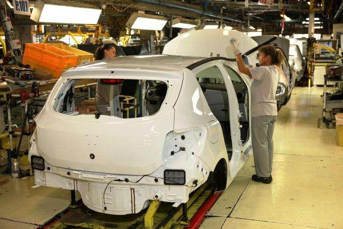 Dacia Sandero on the production line