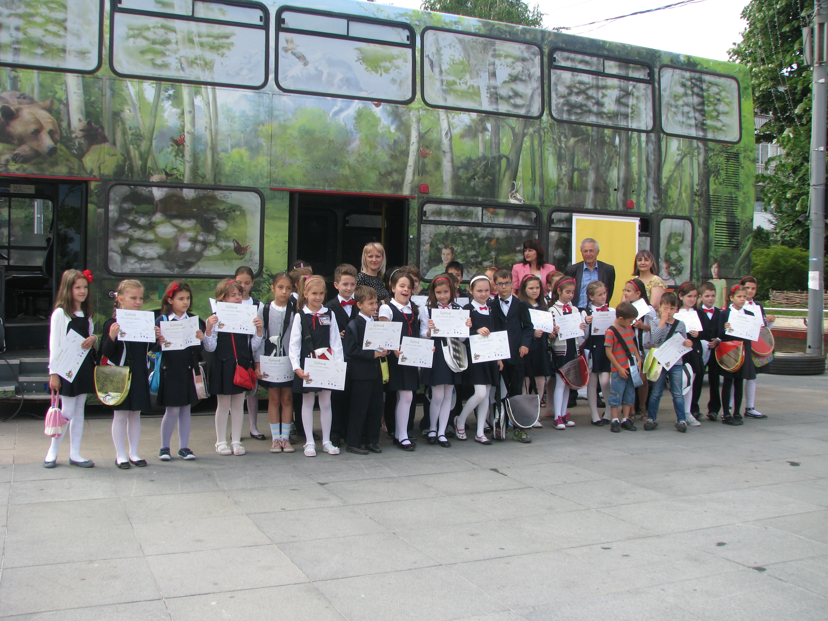 On The Environment Day Renault Romania Organised Ecology Classes And Creative Recycling Workshops For 400 Children